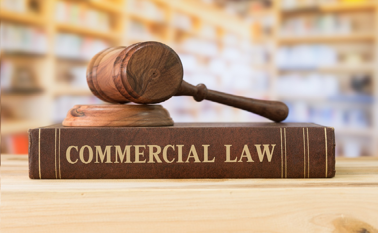 Become A Commercial Lawyer in the UK